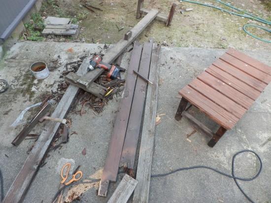 解体中のDIYで作ったベンチ